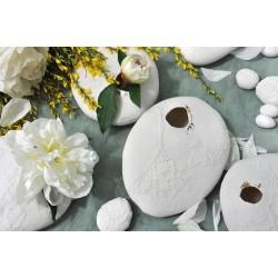 Vase cocon en porcelaine par Myriam Aït Amar