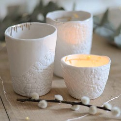 Tasse en porcelaine par Myriam Aït Amar